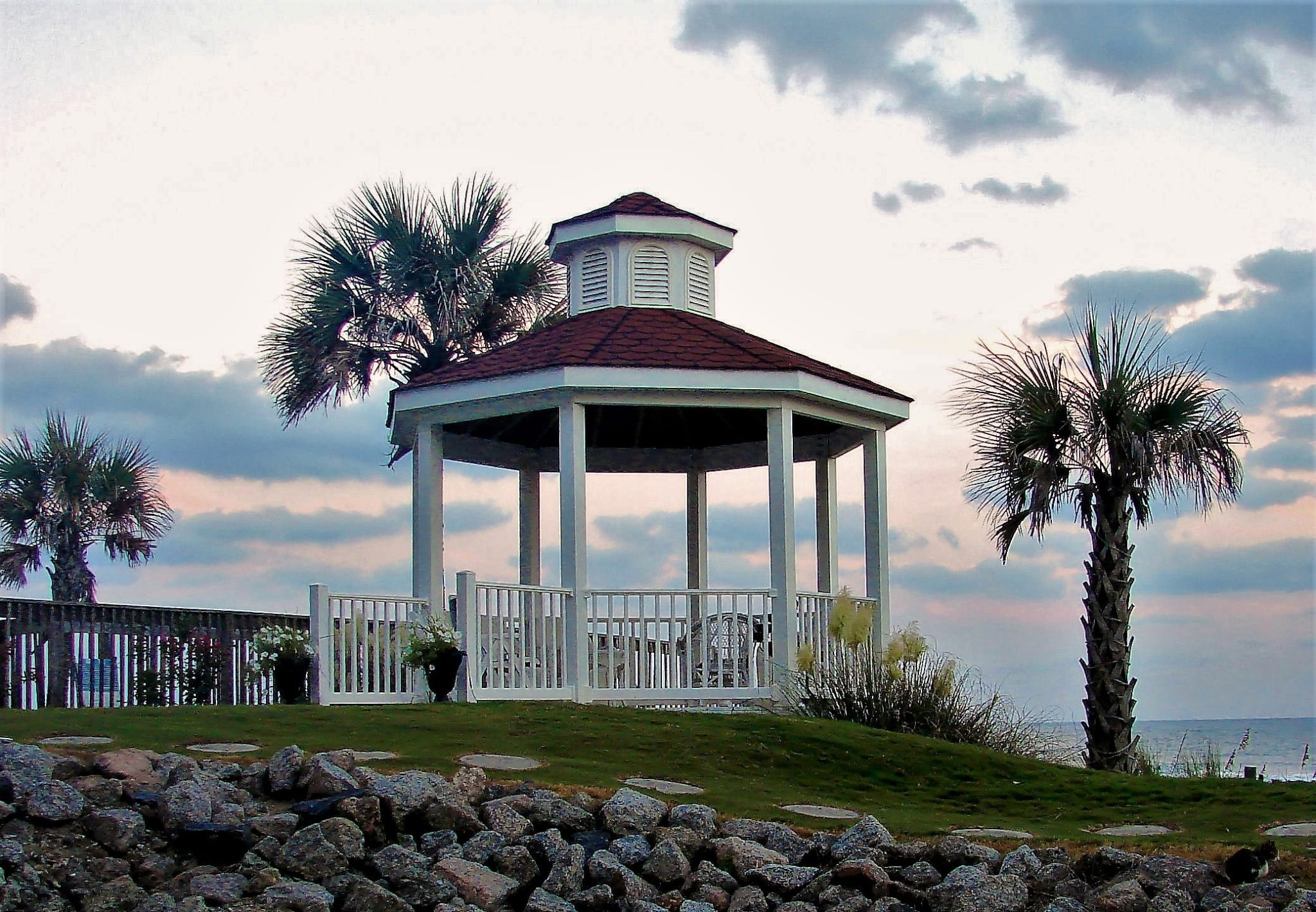 Gazebo At The Islander Inn An Ocean Isle Beach Nc Hotel
